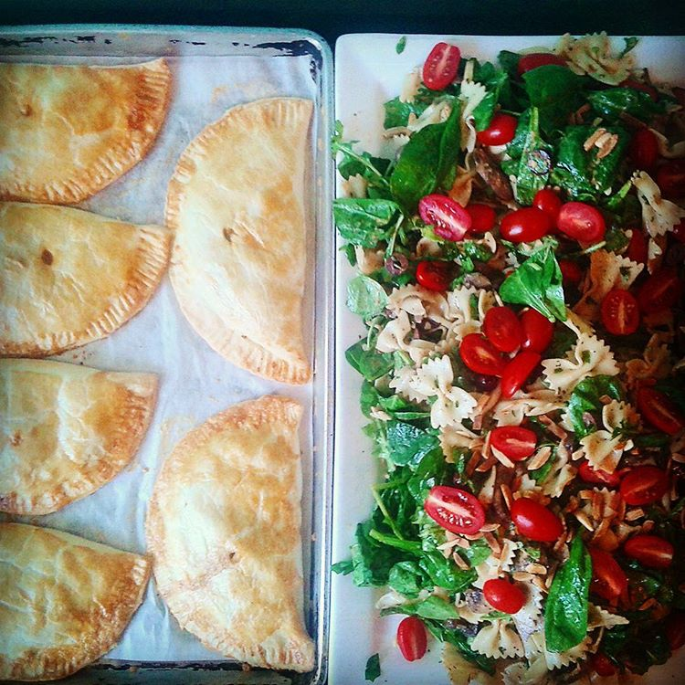 lunch-salad-empanada